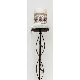 Κηροστάτης με κερί στολισμένο με λινάτσα και δαντέλα