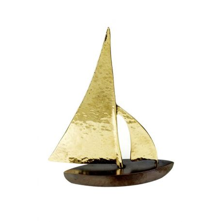 Καράβι μπρούτζινο με σφυρίλατα πανιά